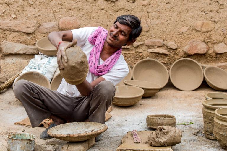 Fotoreise Indien, auf dem Markt mit Töpfer