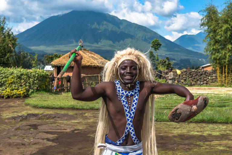 Königlicher Krieger bei den Virunga-Vulkanen