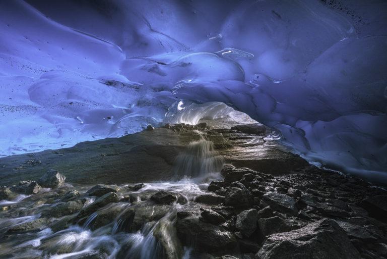 Schmelzwasser unter dem Gletscher, Wallis