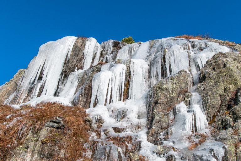 Gefrorener Wasserfall, Eiskaskade