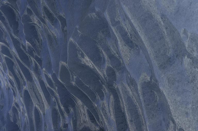 Eiswand mit Schmelzstrukturen
