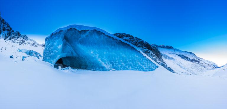 Verschneites Gletschertor, Engadin