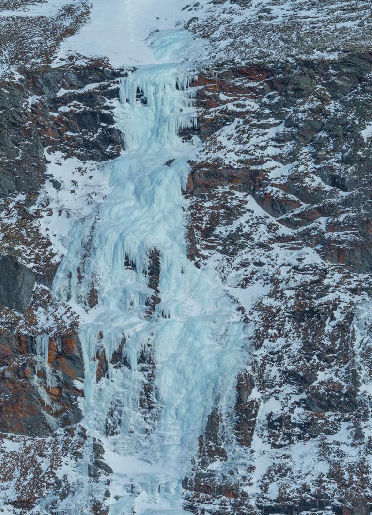 Eisfall im Dovrefjell in den Bergen