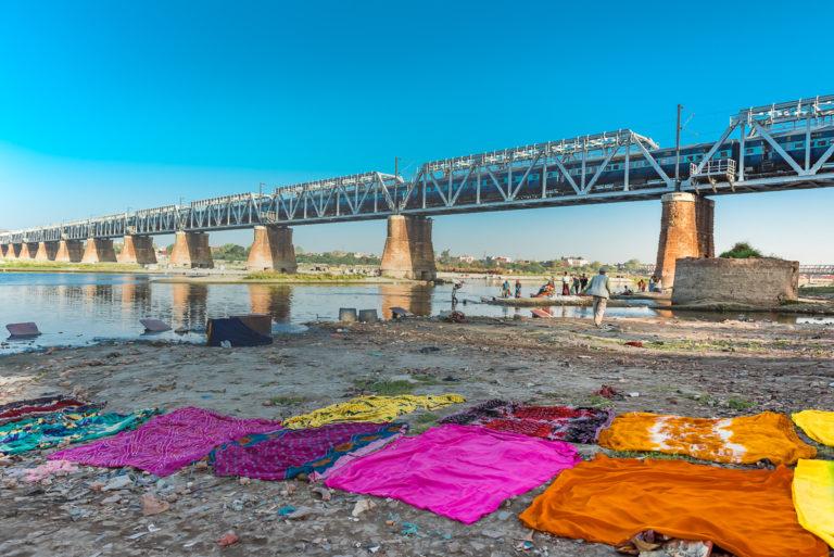 Brücke über den Yamuna-Fluss, Agra, Indien