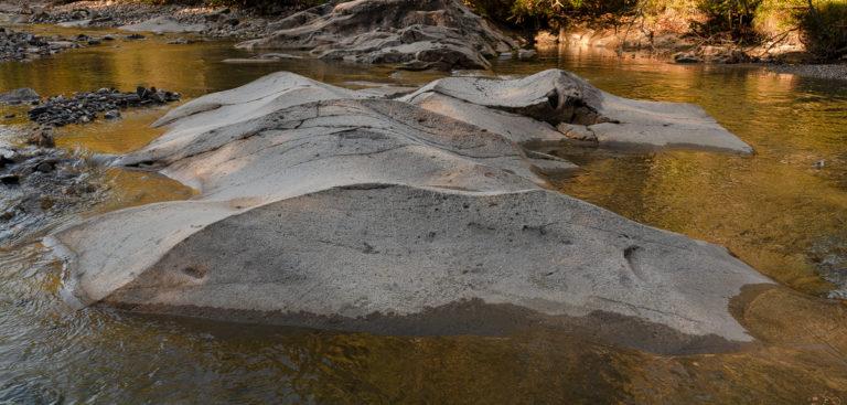 Emme, ausgewaschene Felsen, beim Sonnenaufgang