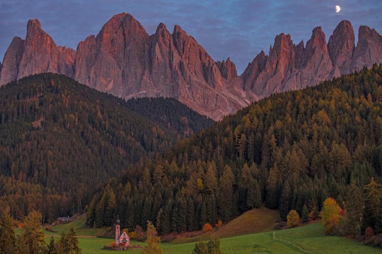 Dolomiten Geislergruppe beim Sonnenuntergang St. Johann