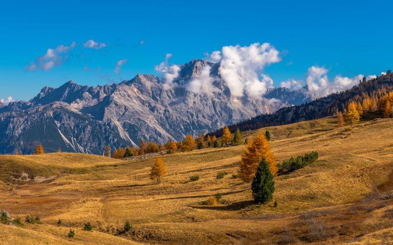Dolomiten Passo Falzarego in Italien im Herbst