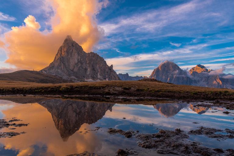 Passo Giau See Spiegelung der Berge beim Sonnenuntergang