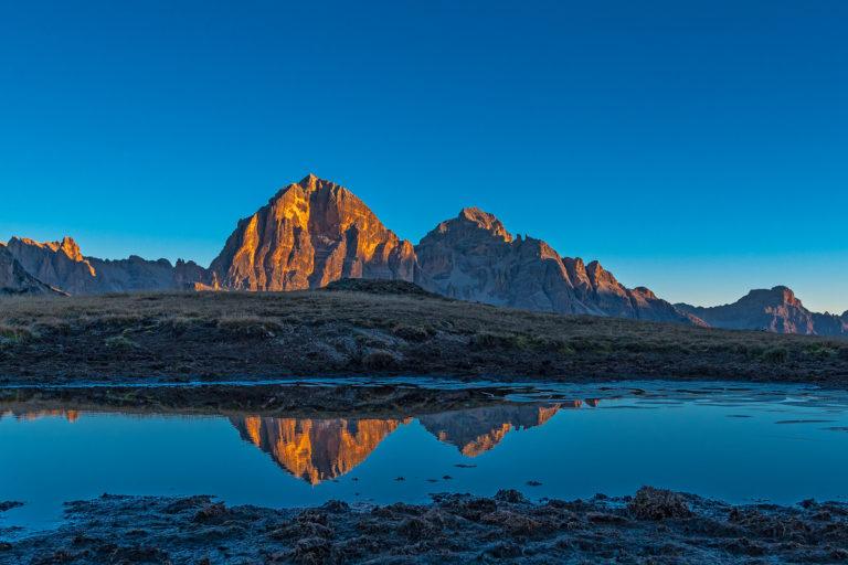 Passo Giau Tofana Berge Sonnenaufgang Spiegelung im See