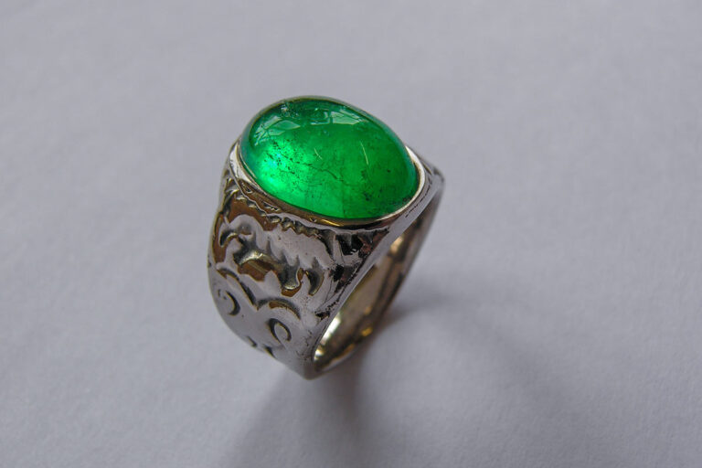 smaragd in weissgold ring